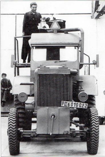tracteur-deutz-equipe-de-son-gazogene-deutz-a-bois.jpg